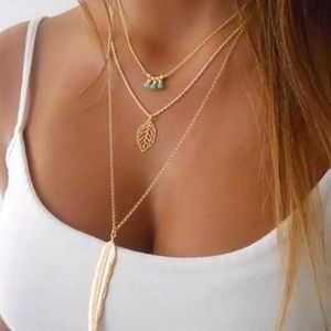 Jewelry - Stunning Feather Beaded Boho Gold Necklace